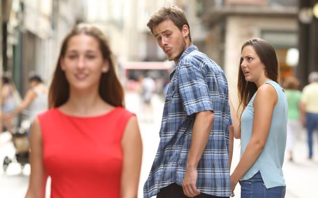 meme 2017 el novio distraido